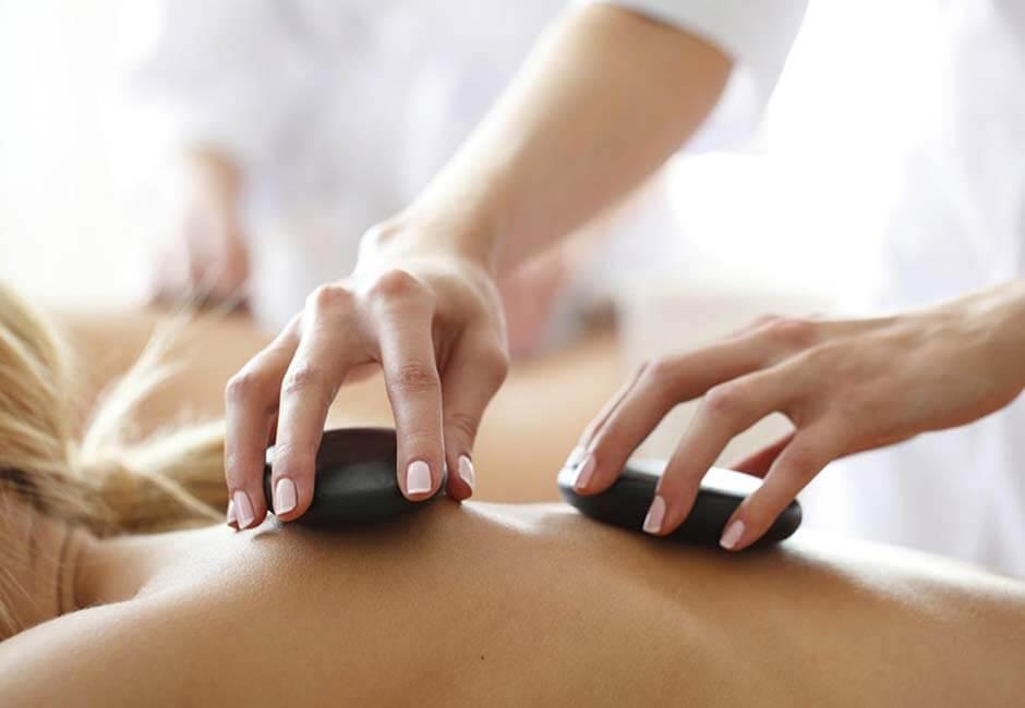 Hot Stone Massage Wirkung Ablauf Vorteile Kontraindikationen