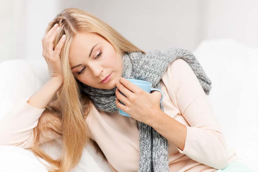 Halsschmerzen lindern mit Tee als Hausmittel.